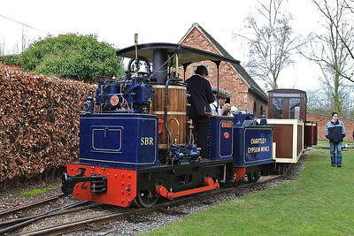 'Paddy' (Wilbrighton Wagon Works 2/2007)  pausing between passenger rides in the Statfold 'Garden Loop' - 28/03/15.