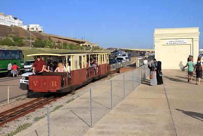 VR cars no.8 & no.7 dep Black Rock Station, 17.45 to Aquarium - 22/08/15.