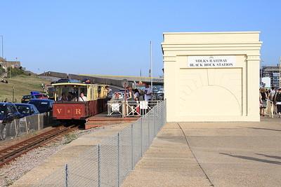 VR cars no.8 & no.7, Black Rock Station, 17.45 to Aquarium - 22/08/15.