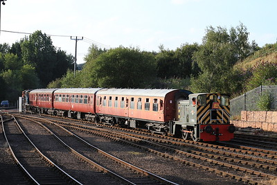 D2853 heads back towards Barrow Hill on the shuttle with 03066 / 08630 on the rear - 17/08/16.