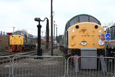 40013 & 40012 in the yard at Barrow Hill - 27/02/16.