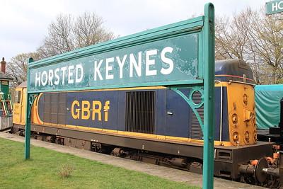 20901 + 20905, Horsted Keynes, awaiting their first turn - 16/04/16.