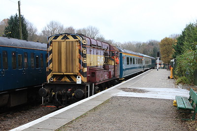 08676 brings the stock into Shepherds Well station to form the 14.15 departure - 26/11/16.