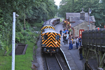 08993 + 08266, Haworth, 21.00 Keighley-Oxenhope - 18/06/16.