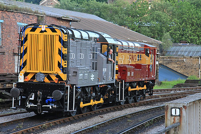 08266 + 08993 running round at Keighley - 18/06/16.