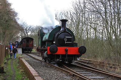 'No.2' (HL 2859/1911) running round at Sunnyside - 24/01/16.