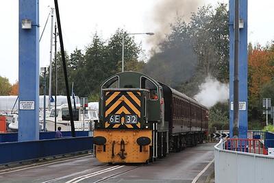 D9539 crosses the Preston Docks swing bridge with the 11.45 departure - 30/10/16.