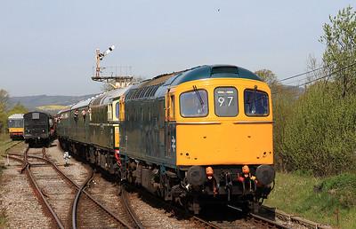 33201 + 33012 arr Harmans Cross, 2N01 09.15 Norden-Swanage - 06/05/16.