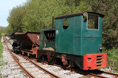 R&H 283871/1950 (Ex British Gas, Stanford-le-Hope, Essex & Sturry Quarry, Canterbury), shunting on the demonstration line at the Purbeck Mineral and Mining Museum, Norden - 06/05/16.