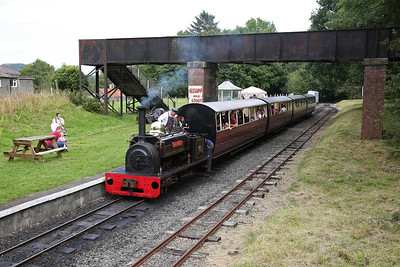 HE 855/1904 'Hugh Napier', Bala, being coupled to the 13.20 to Llanuwchllyn - 27/08/17