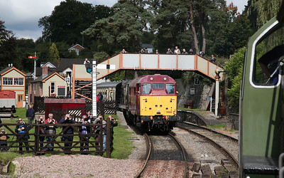 D9521 arriving at Parkend ........ 31466 / 20059 await departure with the 12.15 to Lydney Jctn. - 16/09/17