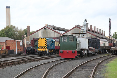 08604 awaits its turn to work some passenger rides, and DL26 (HE 5238/1962) on display on the shed yard - 23/09/17