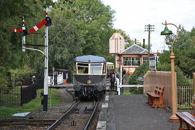 GWR Railcar W22 departs 'Didcot Halt' on a 'Branch Line' shuttle, the driver taking the token from the signalman - 23/09/17