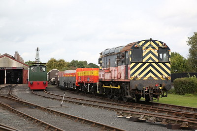 08742 parking its freight wagons in the shed yard - 23/09/17
