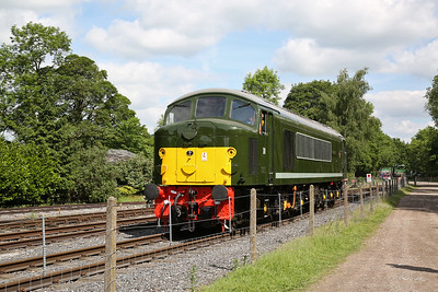 44008 (D8), Rowsley South, backing onto the rear of the 11.00 to Matlock - 03/06/17.
