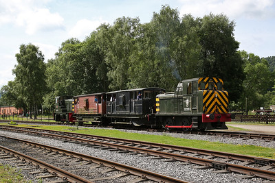 D2854 & D2953 at Rowsley cattle dock on the BV shuttle to the HST shed - 03/06/17.