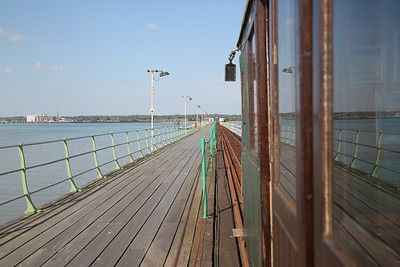 Hythe Pier train leaving the station and heading down the pier - 07/05/17.