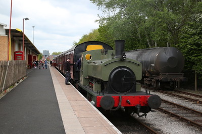 Grant Ritchie 272/1894, Preston Riverside, about to be uncoupled to run round - 06/05/17.