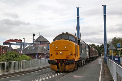 37424 crosses the swing bridge (return of the 12.00) - 01/10/17