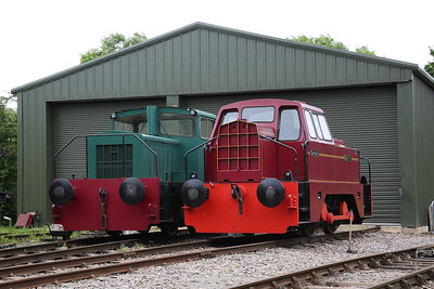 TH 186V/1967 'Mr D' (ex-Rugby Cement, Barrington) & RR 10201/1964 'Betty' (ex-Oxfordshire Ironstone, Banbury & Derwenthaugh Coking Plant & Stewarts & Lloyds, Harlaxton, Lincs) Outside the Museum building - 04/06/17.