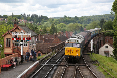 50008 (33035 rear), Bewdley, shunt the ECS into the station to form the 12.44 to Kidderminster - 19/05/17.