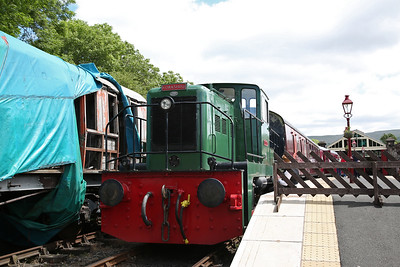 YE 2670/1958 'Stanton No.50', Kirkby Stephen East, Ready to depart with the 12.30 round trip - 25/06/17.