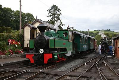 WB 2624/1940 'Superb', Llanfair Caereinion, shunting ECS into the station - 02/09/17