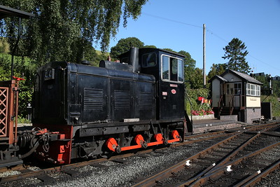 W&L No.7 'Chattenden' shunting at Llanfair Caereinion - 02/09/17