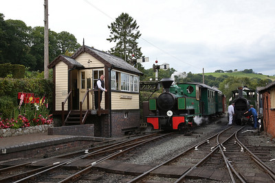 WB 2624/1940 'Superb', Llanfair Caereinion, shunting ECS into the station - 02/09/17