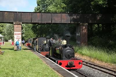 HE 855/1904 'Hugh Napier' drops on top of HE 364/1885 'Winifred', Bala, 15.50 to Llanuwchllyn - 16/06/18