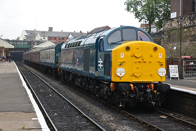 40012, Bury, 11.05 Rawtenstall-Heywood (Term. here due to ground frame issue at Heywood) - 09/06/18
