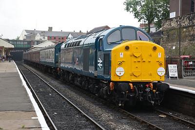 40012, Bury, 11.05 Rawtenstall-Heywood (Term. here due to ground frame issue at Heywood) - 09/06/18