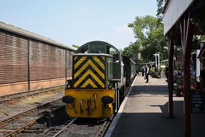 D9504, Tenterden, backing onto the 12.15 to Bodiam - 28/05/18