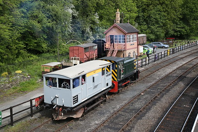 'D2961' (RH 418956/1957) leaves Highley cattle dock with a BV ride - 18/05/18
