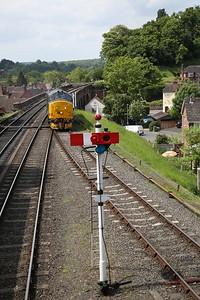 37688 running round at Bewdley - 18/05/18
