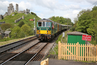 73133 & 73136 arr Corfe Castle, 12.15 Norden-Swanage - 13/05/18