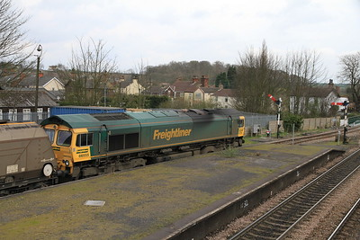 66555 pauses at Barnetby on 4R15 08.45 Drax-Immingham Empty Coal - 02/04/11
