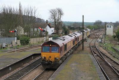 66176 / 66047 / 60015 / 60084 appr Barnetby on 0D04 13.43 Immingham-Doncaster L.E. move - 02/04/11