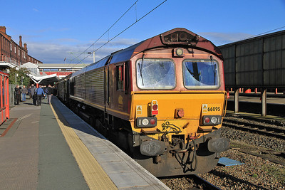 66095 pauses at Crewe on rear of 1Z56 - 20/10/12.