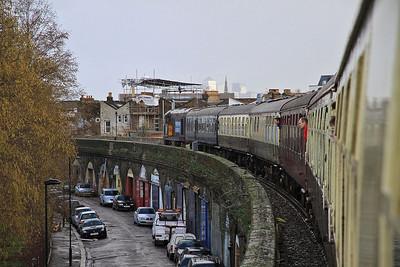 20304 traversing the Brixton West curve en-route into Blackfriars, 1Z57 - 08/02/14.