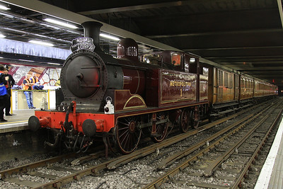 Met No.1, Moorgate, on rear of 150 14.25 special to Hammersmith - 02/08/14.