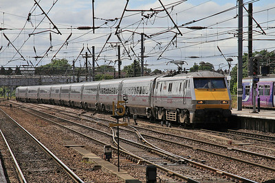 91102 arr Doncaster with a Newcastle service - 13/07/14.