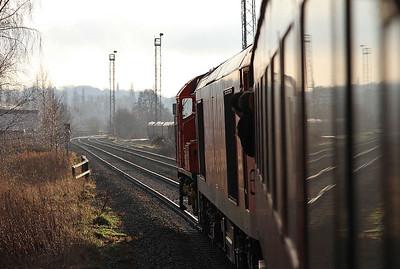09106 dragging 60092 and 1Z74, Arpley Yard - 03/01/15.