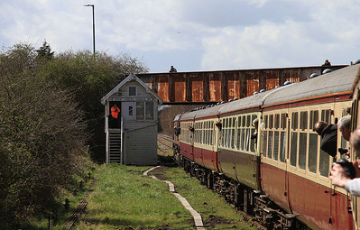 1Z45 passing Great Coates Sidings No.1 box - 11/04/15.