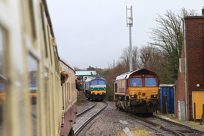 59002 backing onto the rear of 1Z58 at Westbury ..... 66057 awaits its next turn in the sidings - 20/02/16.