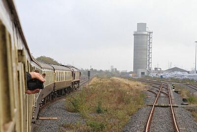 66030 passing the Biomass unloader sidings, Hull Docks, 1Z25 - 29/10/16.