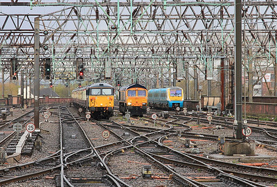 87002 arr Manchester Piccadilly, 1Z94 ..... 66747 waiting to take over - 30/04/16.