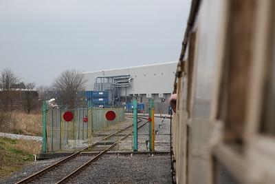 1Z32 passes through the gates to Bredbury Waste Terminal - 11/03/17.