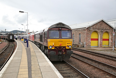 66743 / 67013, Inverness, stock for tomorrows 1M16 Sleeper to London Euston (Inverness & Aberdeen portions combined and running via Elgin due to Engineering work, so 66 pilot required) - 24/09/17