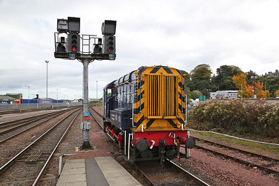 08523, Inverness, backing onto the stock to do the shunt - 24/09/17